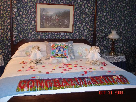 Abella Garden Inn: This is what our room looked like