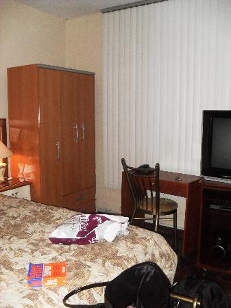 Machu Picchu Suites: Armoire (safe and iron inside), desk (lock drawer) and TV (plus DVD player and stereo)