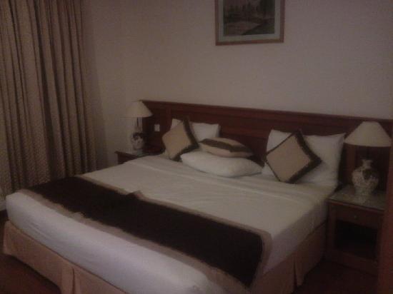 Oscar Saigon Hotel: SUITE BED ROOM