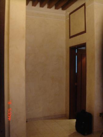 Hotel Casa del Agua: door to the bathroom