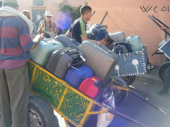 Maison Africa: Yes we had lots of luggage, but it was no problem