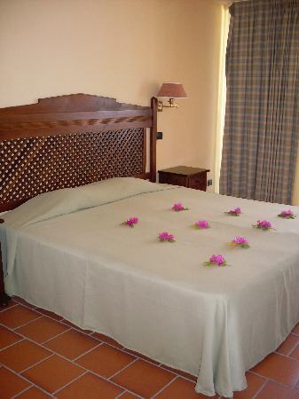 Andilana Beach Resort: stanza semplice ma molto spaziosa