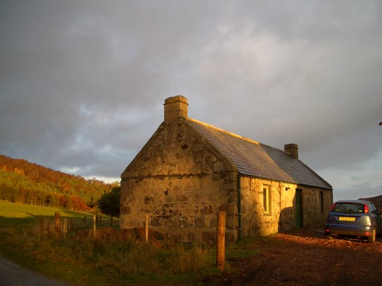 Craggan Outdoors: The Bothy in the sun