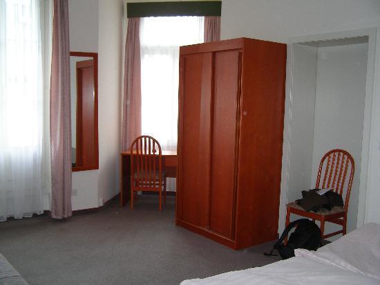 Bellevue-Terminus: Large room