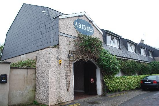 Aherne's Townhouse Hotel Youghal: Outside
