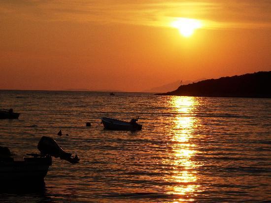 Loviste, Kroasia: Abendessen im Sonnenuntergang
