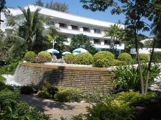 Novotel Rayong Rim Pae Resort: around the pool