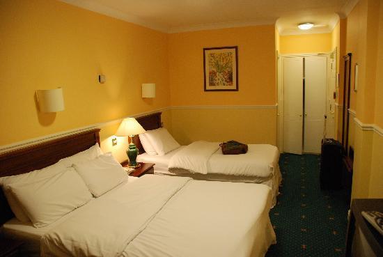 Sligo City Hotel Room