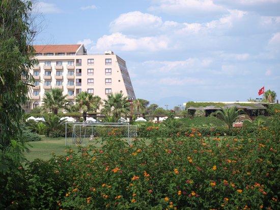 Hotel Riu Kaya Belek: hotel has lovely grounds, aging building