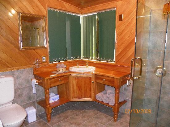 Te Waka Lodge: Precioso baño