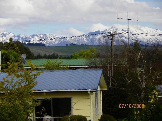 Te Waka Lodge: Vista a la montaña desde la habitacion