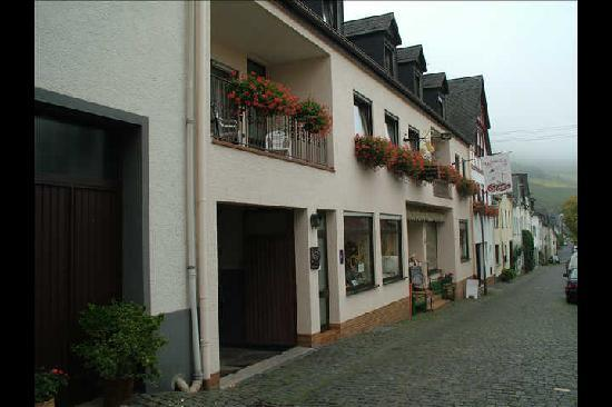 Ferienpension  Bei Stenze: The Stenze Cafe Shop & Bakery Below The Guest Rooms