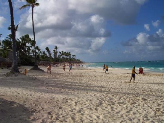 Iberostar Grand Hotel Bavaro : Playing beach beisbol.