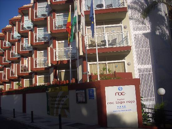 Hotel Roc Lago Rojo: Entrada principal al hotel