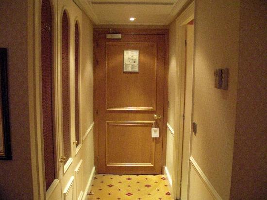 De Vigny Hotel: Entrée de la chambre 407