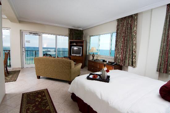 Sea Lord Hotel & Suites: Oceanfront Junior Suite #08