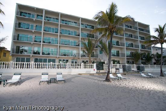 Sea Lord Hotel & Suites: Hotel from the beach