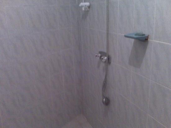 Tournesol Guesthouse: doccia rotta
