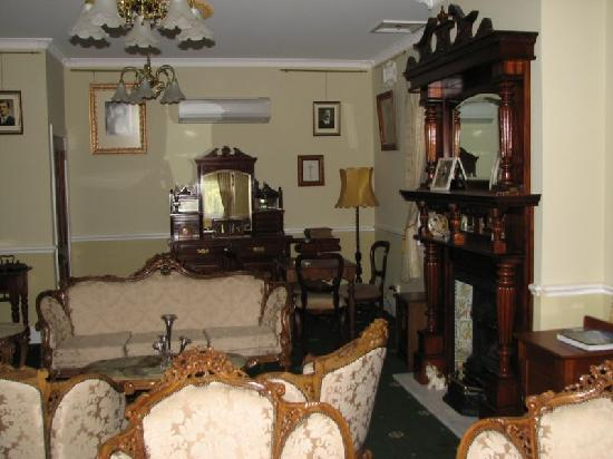 Briardale Bed & Breakfast: Guest lounge is stunning