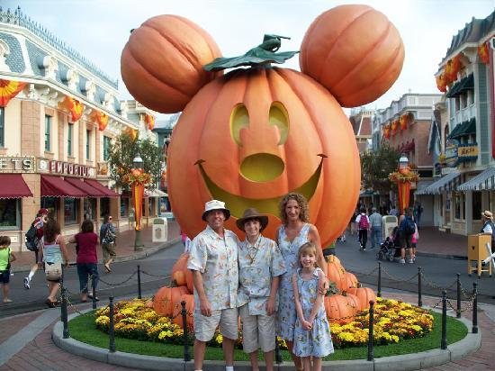 Best Western Plus Park Place Inn - Mini Suites : Halloweentime at Disneyland