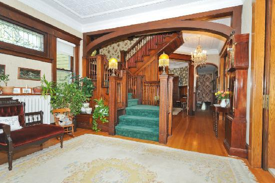 Sleepy Hollow Bed & Breakfast: The front foyer