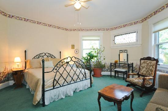 Sleepy Hollow Bed & Breakfast: The Eden Room