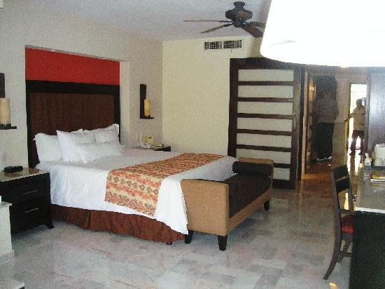 Barcelo Puerto Vallarta: Bedroom of the suite