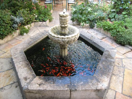 The American Colony Hotel: Fountain In Patio Restaurant
