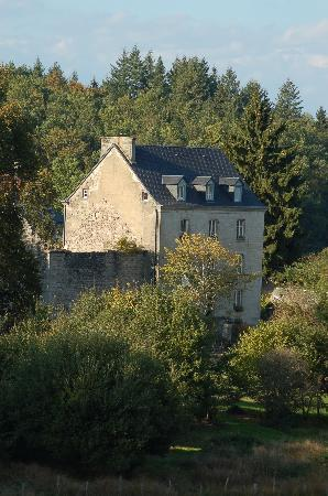 Chez Jallot : View of Chz Jallot from a country lane