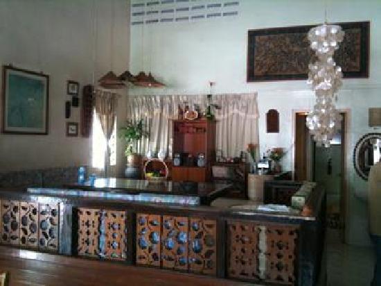 Travellers Lodge: マラッカ式のリビングルームです