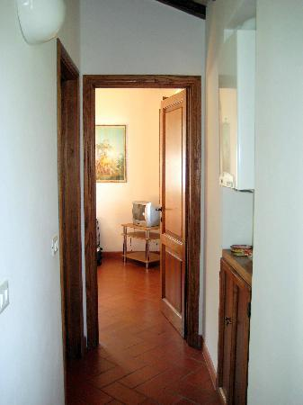 La Frateria di San Benedetto: Hallway to bedroom