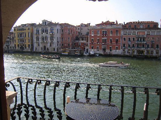 Hotel Palazzo Barbarigo Sul Canal Grande: The balcony