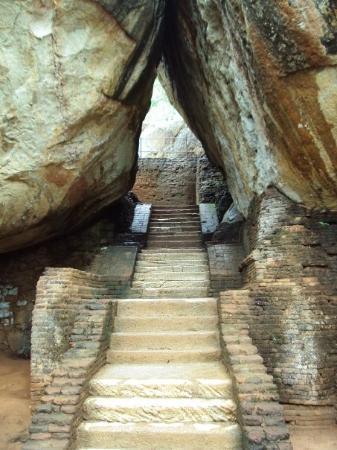 Sigiriya - ascenting