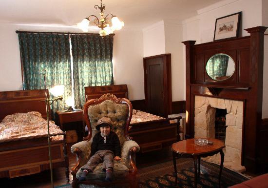 Konjakuan: 応接間のような寝室