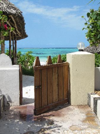 Zanzibar Retreat Hotel: The gate to the beach