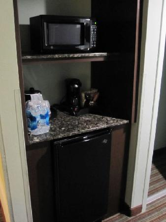 Holiday Inn Express Waynesboro - Rt. 340: mini-bar