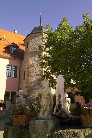 Hotel Vier Jahreszeiten: Historisches Treppenhaus im Turm