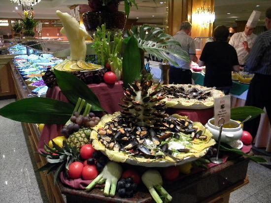 Hotel Riu Bravo: Dinner time