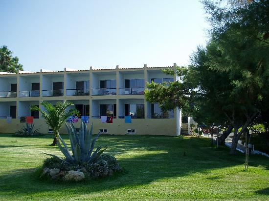 Niforeika, Grecia: Part of the hotel (one of the 3 buildings; with our room)