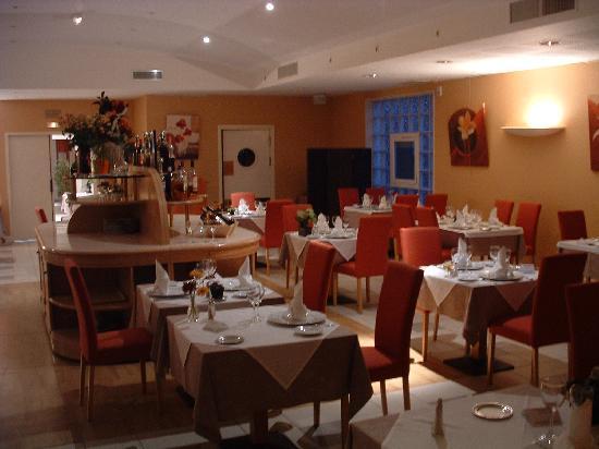 Castres, France: la salle de restaurant