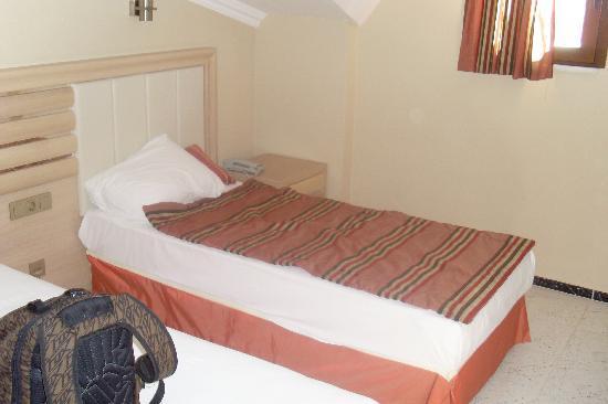 Candan Apart Hotel: bedroom