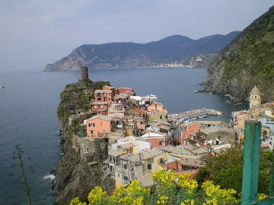 Affittacamere Tonino Basso: Vernazza from the trail