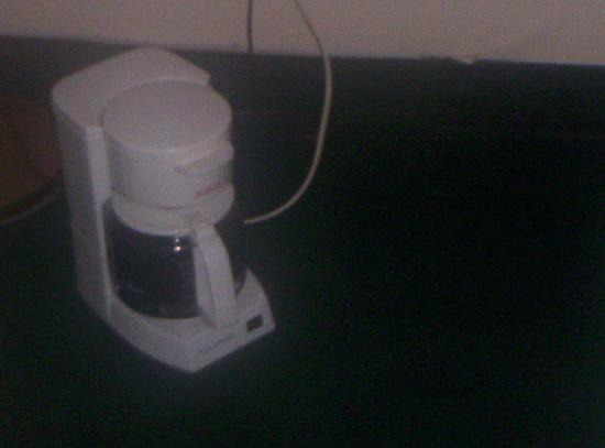Knights Inn Cleveland: plug on vanity didn't work, had to put coffeepot on floor