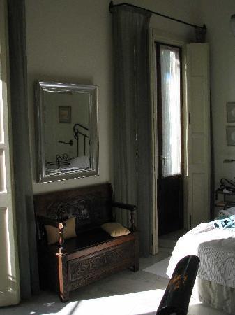 Casa Grande: Corner room interior