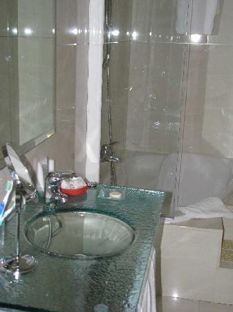 Hotel YIT Casa Grande: Glass sink was cool!