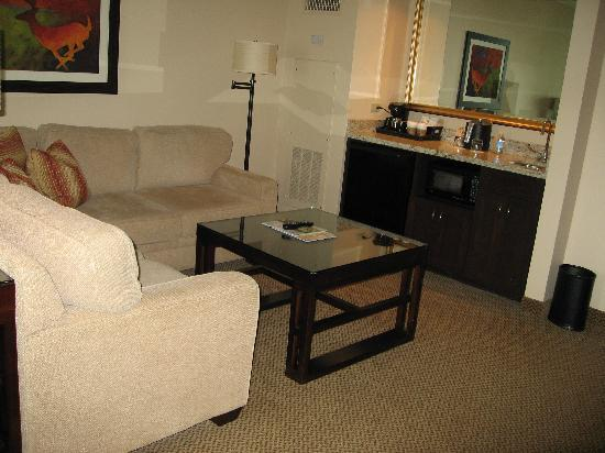 Four Winds Casino Resort: Living room area of Jr. Suite
