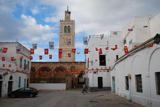 Medina von Tunis: Election time in a Medina square