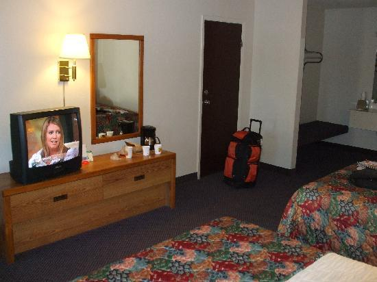 Super 8 Susanville: room, view 2