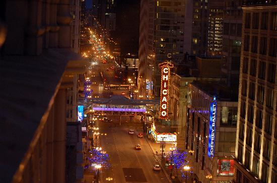 The Alise Chicago A Staypinele Hotel View Down State St From Room