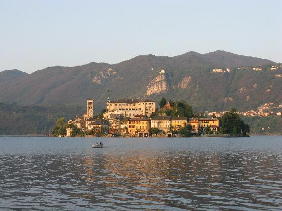 Orta San Giulio, İtalya: Morning light in Orta